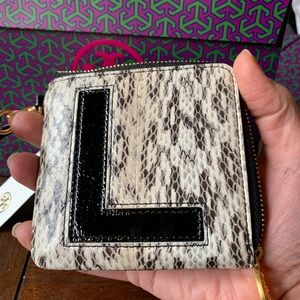 """Authentic Tory Burch leather """"L"""" zip card case❤️"""
